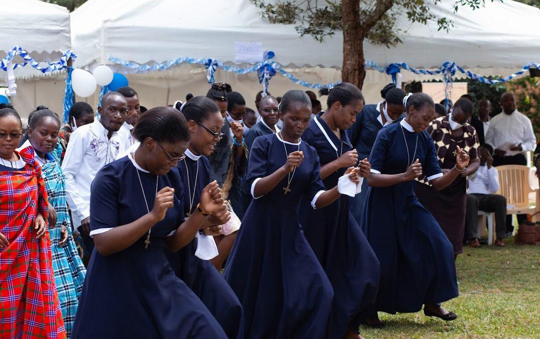 PREMIERS VOEUX DE CINQ SOEURS, TRANSMIS EN DIRECT DE NAIROBI, KENYA